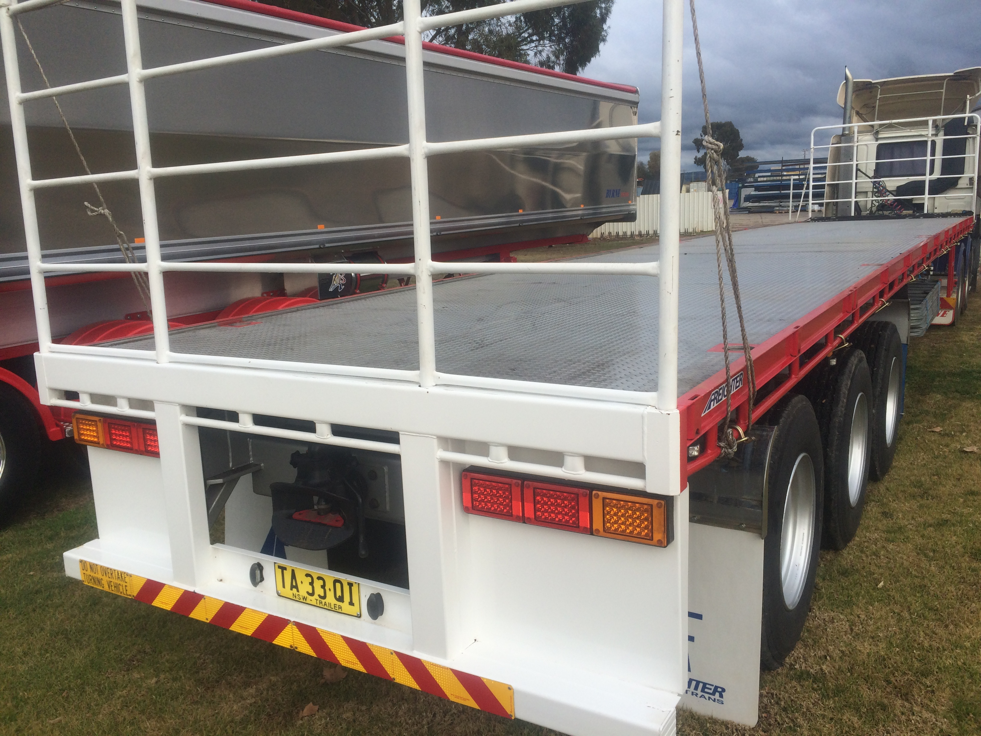 45' Flat Top with 3 way pins RT Trailer